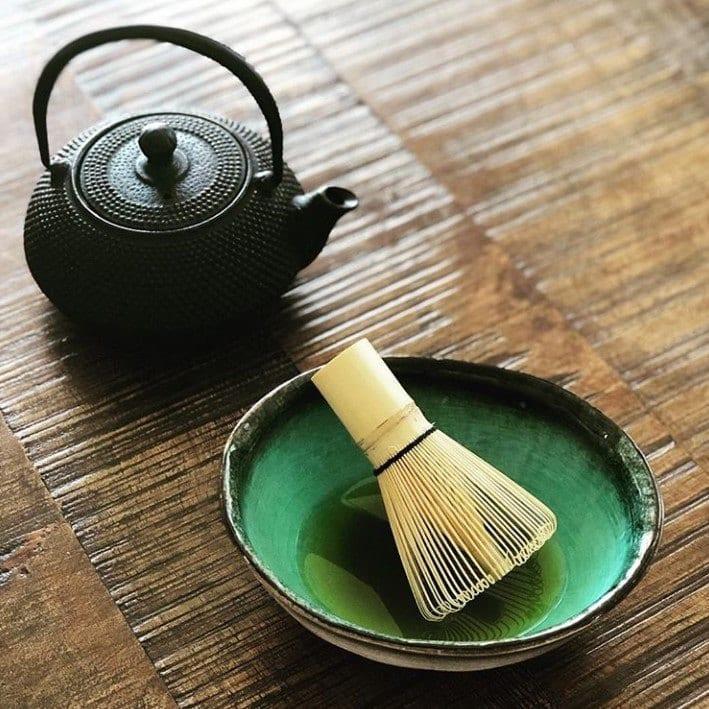 Chasen, batidor para preparar el té matcha - Tea Market Colombia
